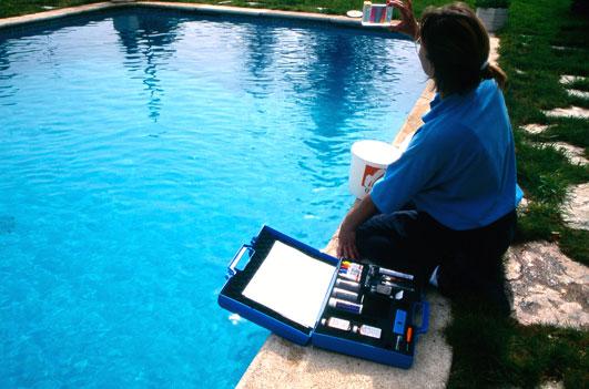 C mo hacer el an lisis de piscinas sistemas integrales de calidad - Cloro en piscinas ...